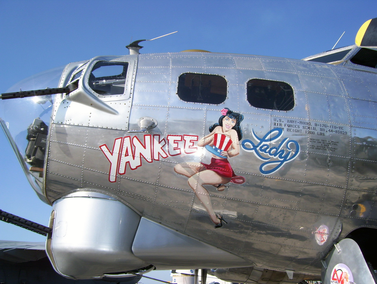 B-17 Bomber YANKEE LADY aircraft noseart